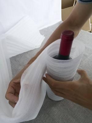除了用EPS泡沫防护外,原来红酒还可以这样子用珍珠棉卷包住防护